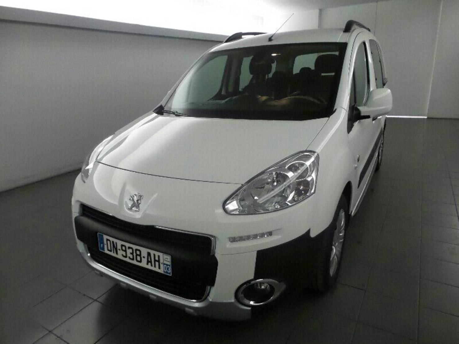 Peugeot Partner 1.6 HDi FAP 90ch, Outdoor 7 PLACES detail1