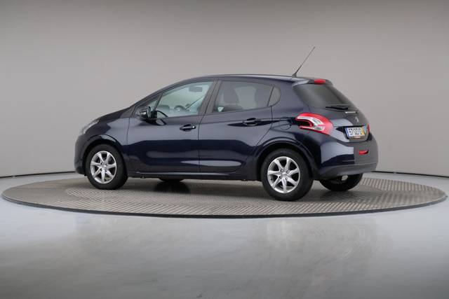 Peugeot 208 1.4 HDi Active-360 image-8