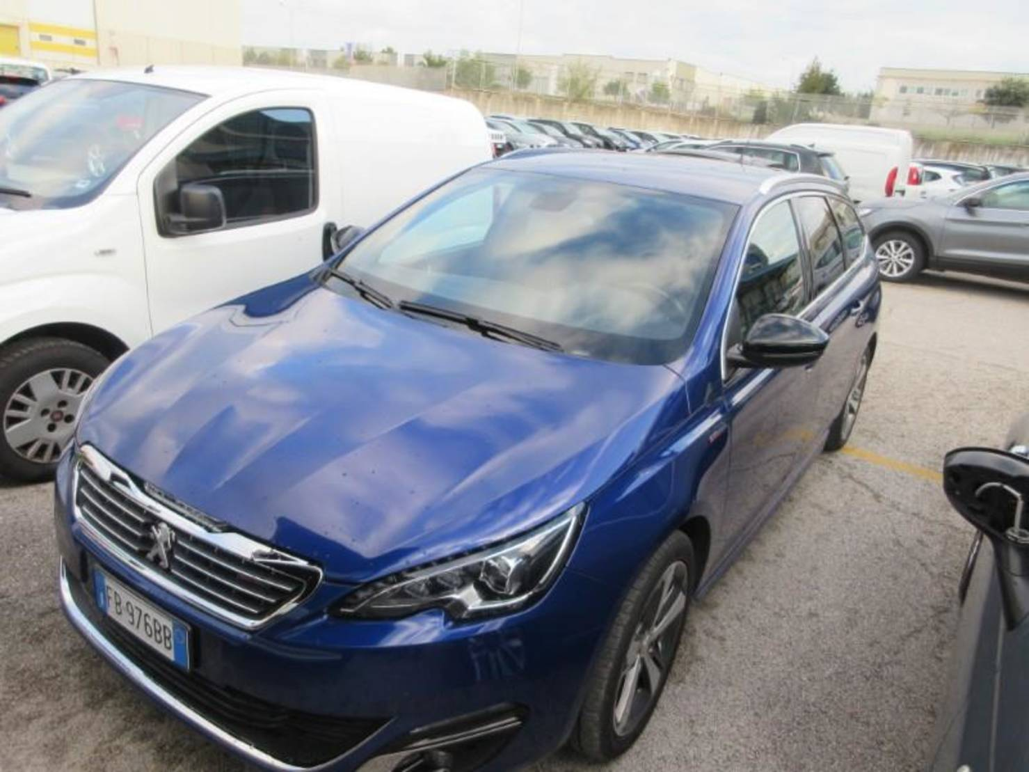 Peugeot 308 SW BlueHDi 150 Stop & Start, Active detail1