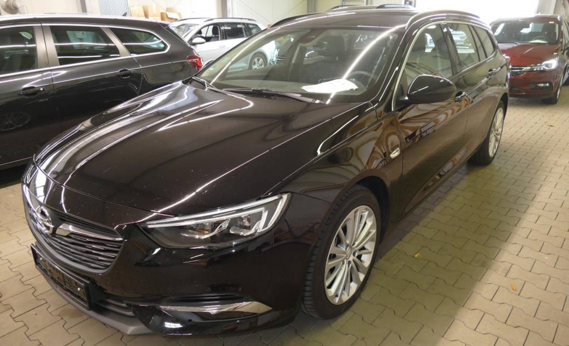 Opel Insignia Sports Tourer 20 Diesel Aut Exclusive 712740 Cars 2018 Detail1