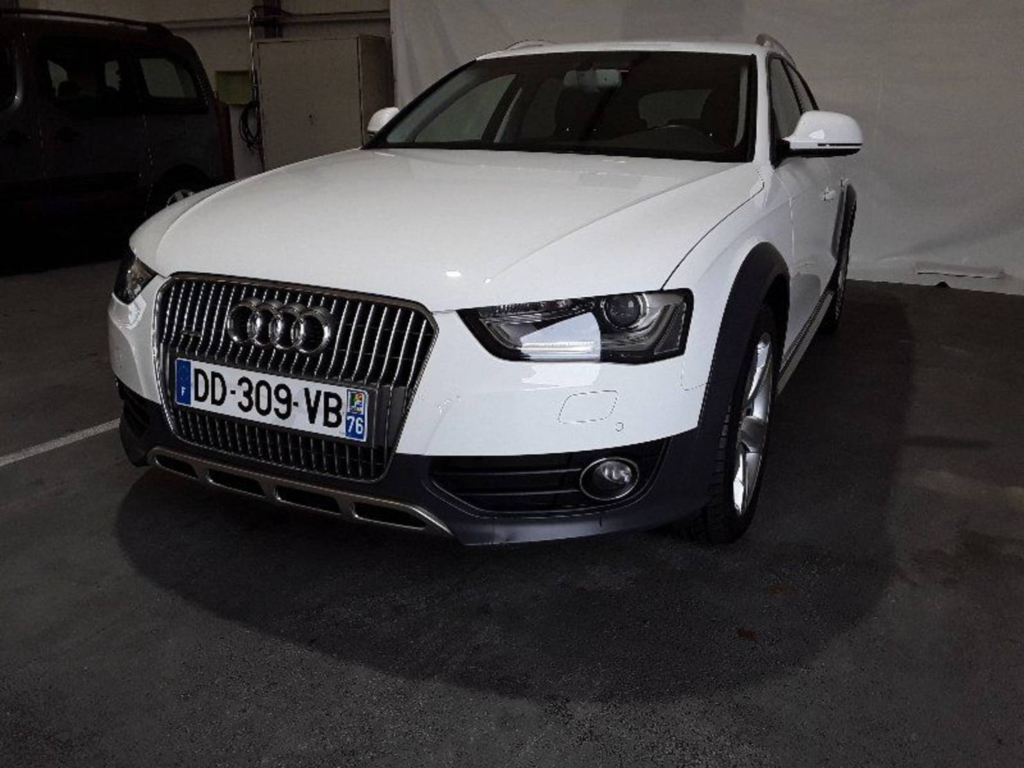 Audi A4 Allroad 2.0 TDI 177 DPF, Ambition Luxe S Tronic detail2
