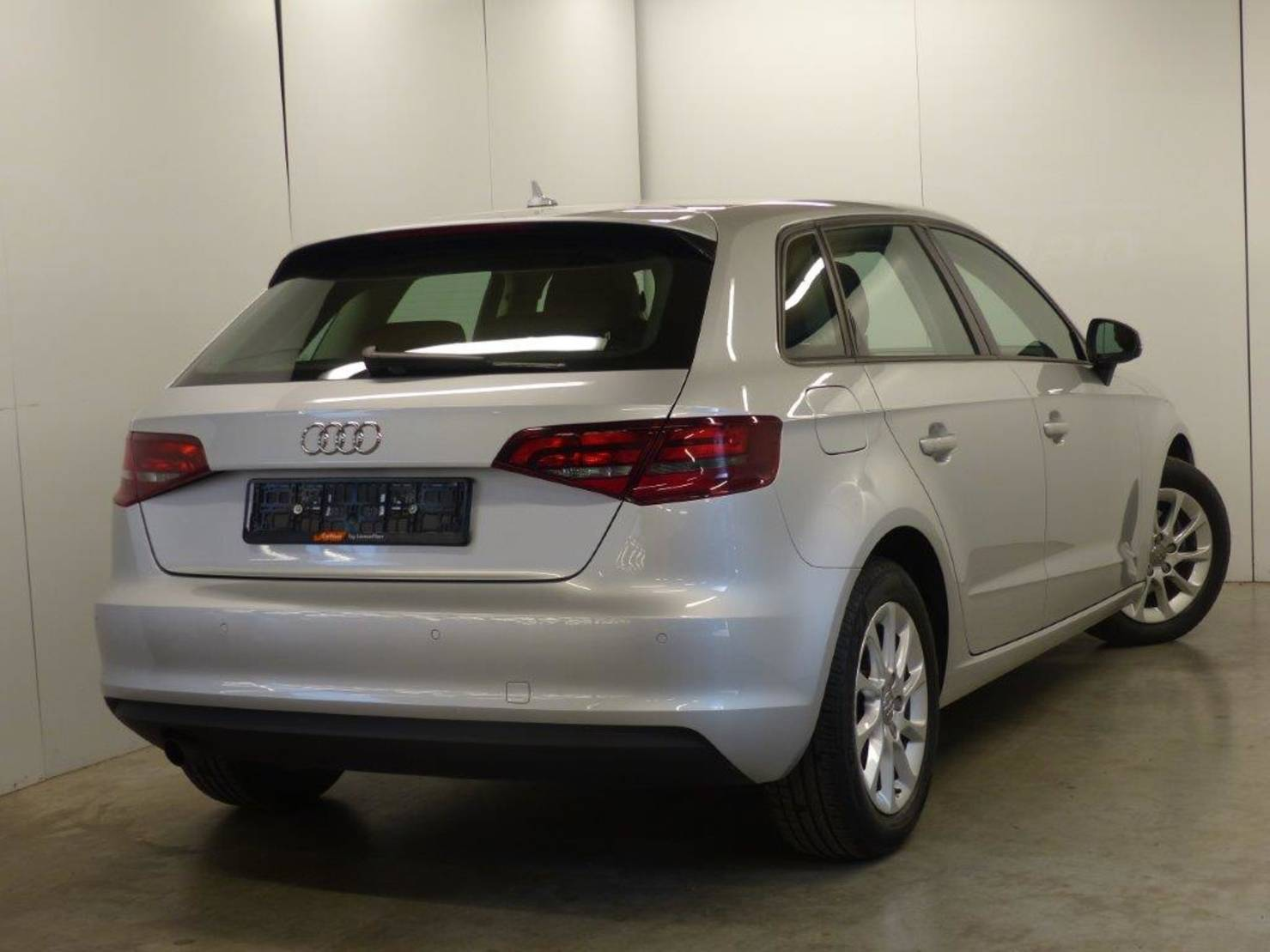Audi A3 1.6 TDi Attraction S&S GPS USB MP3 PDC BT... detail2