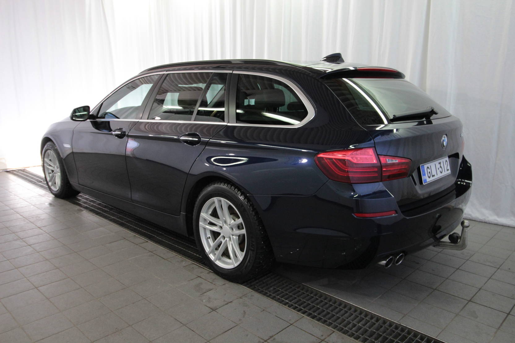 BMW 5 Serie Touring 518d Twinpower Turbo A Bus. At detail2