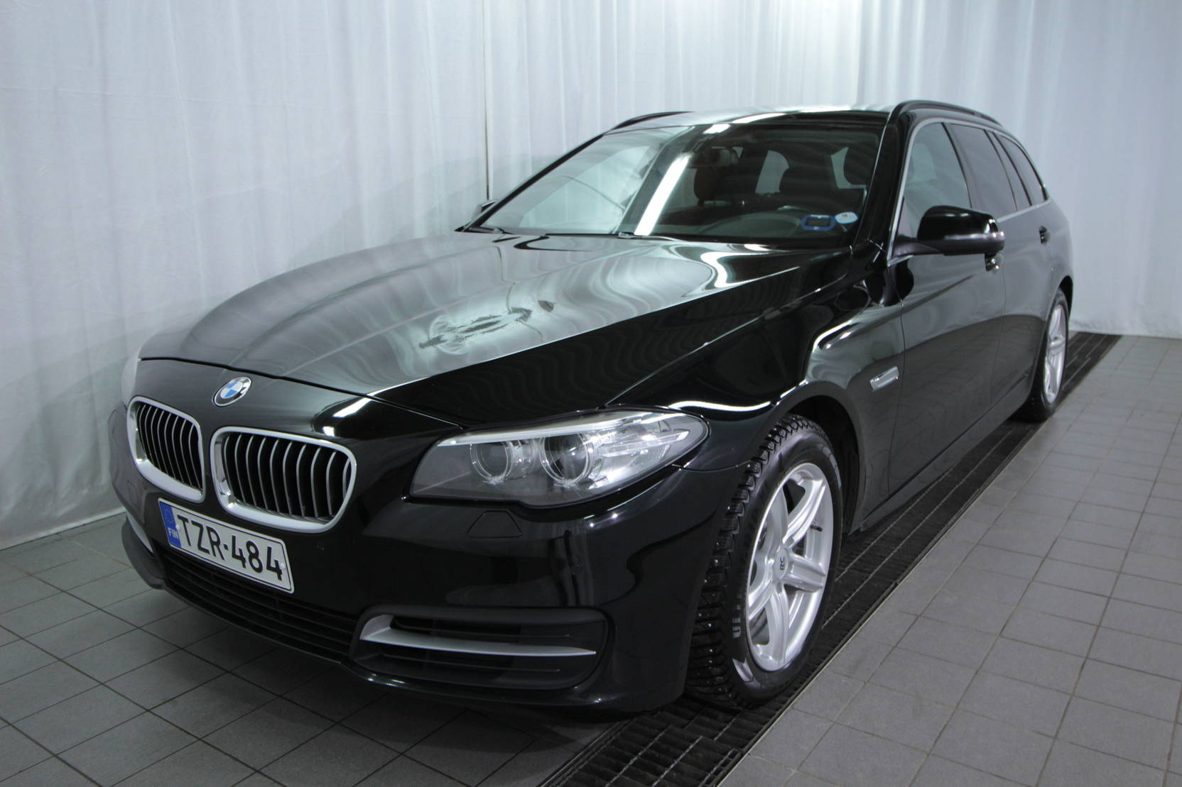 BMW 5 Serie Touring 518d Twinpower Turbo A Bus. At detail1