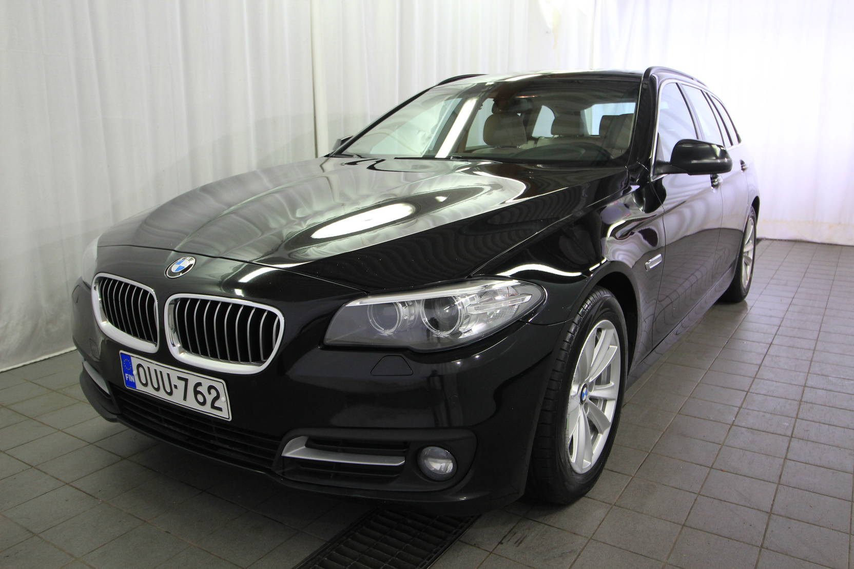 BMW 5 Serie Touring 520d A Xdrive Bus Exclusive Edition detail1