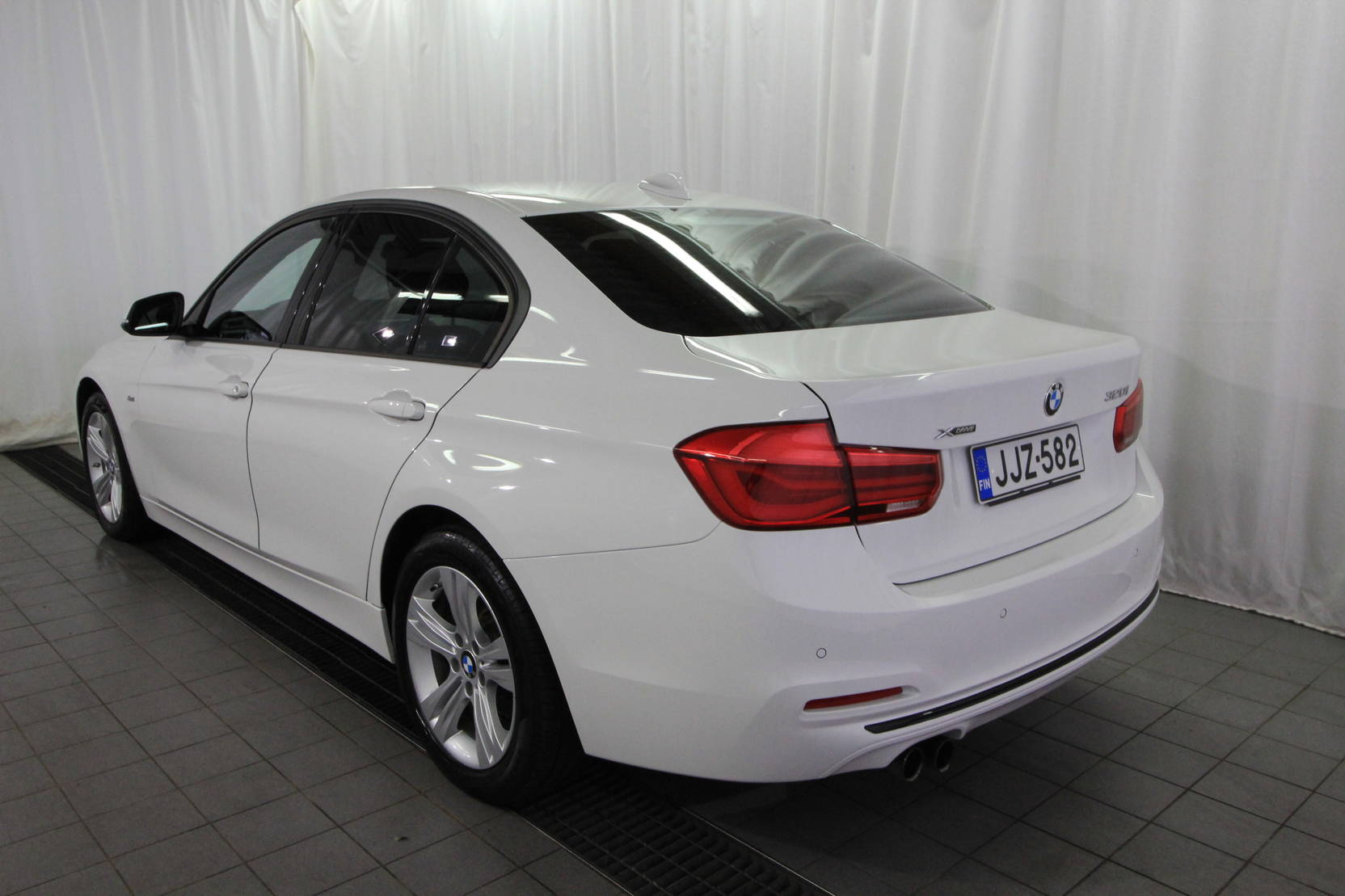 BMW 3 Serie 320i A Xdrive 40th Year Edition Sport detail2