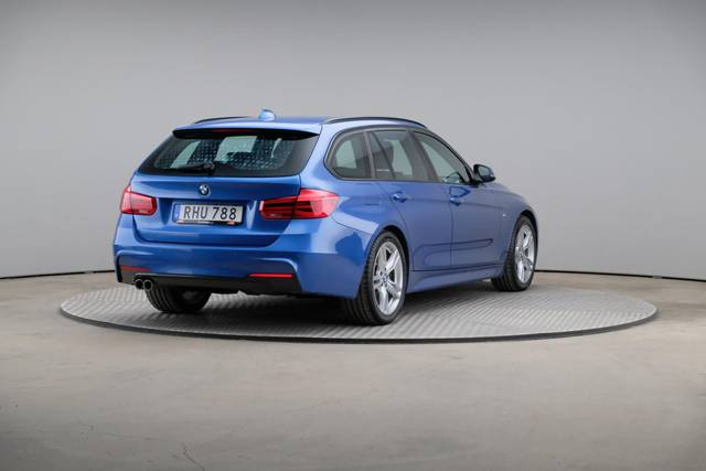 BMW 3 Serie 320d M-Sport Touring-360 image-16