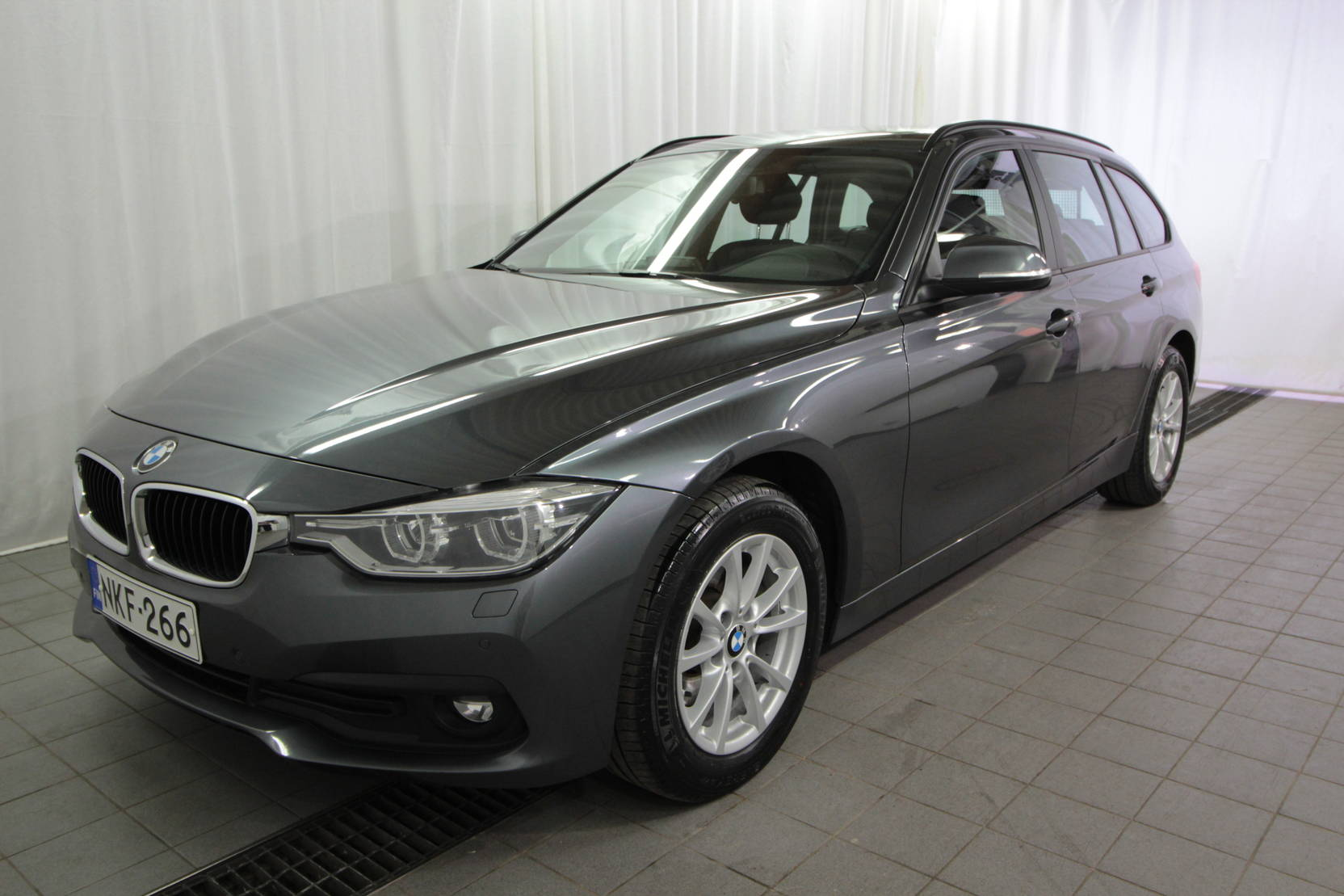BMW 3 Serie Touring 320d A Xdrive 40th Year Edition detail1