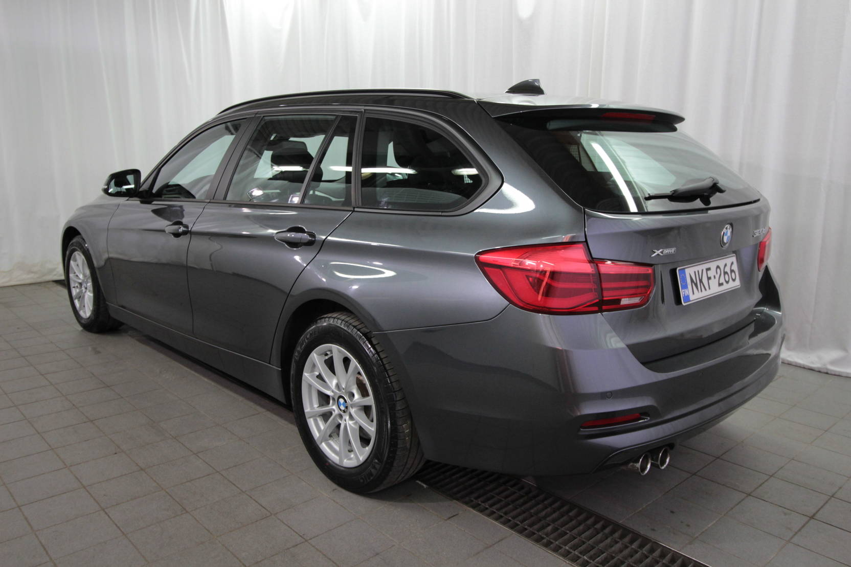 BMW 3 Serie Touring 320d A Xdrive 40th Year Edition detail2