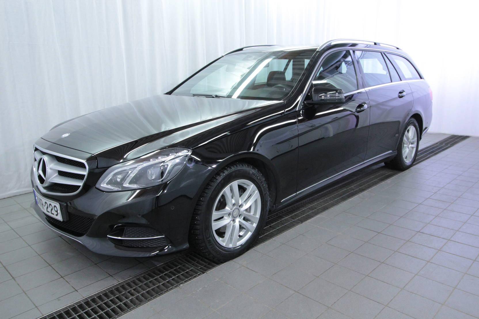 Mercedes-Benz E-Klasse 220 cdi Be T A Premium Business detail1