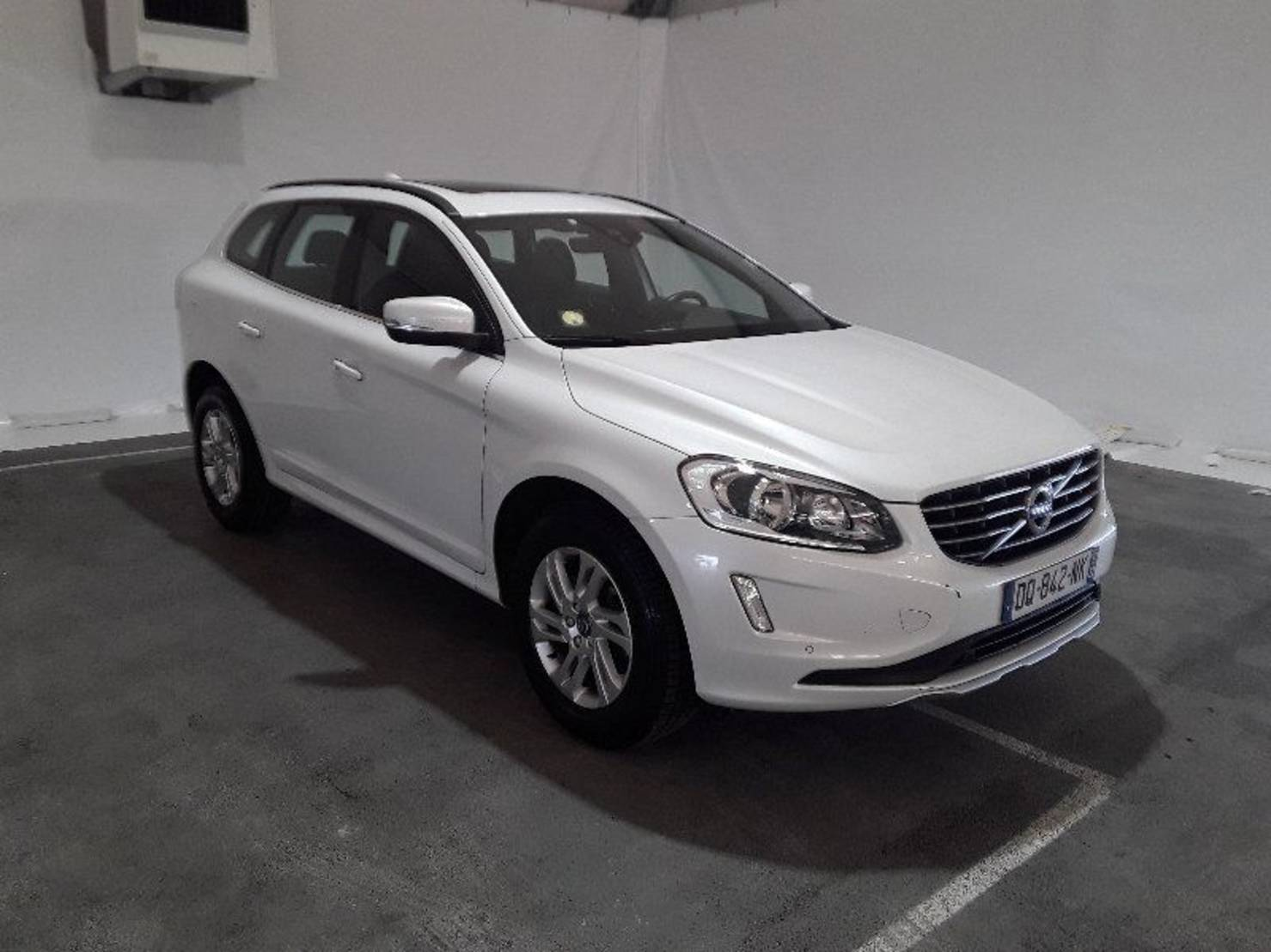 Volvo XC60 D4 AWD 181 ch, Momentum Business Geartronic A detail1
