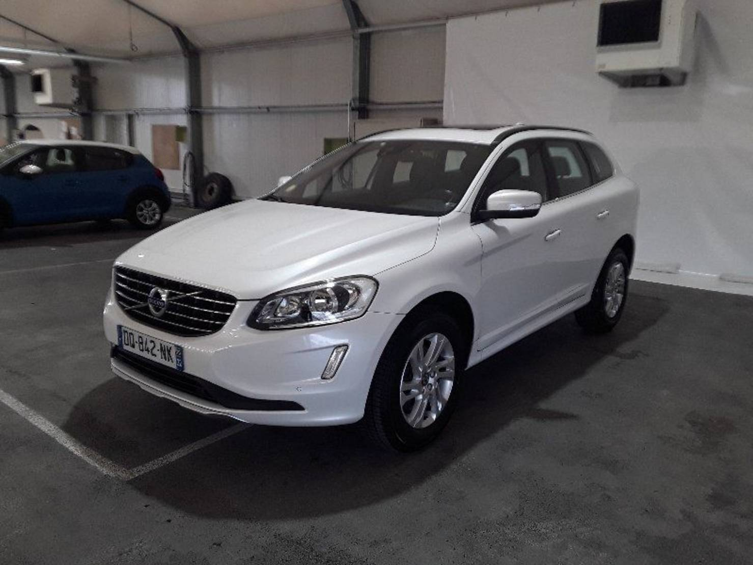 Volvo XC60 D4 AWD 181 ch, Momentum Business Geartronic A detail2