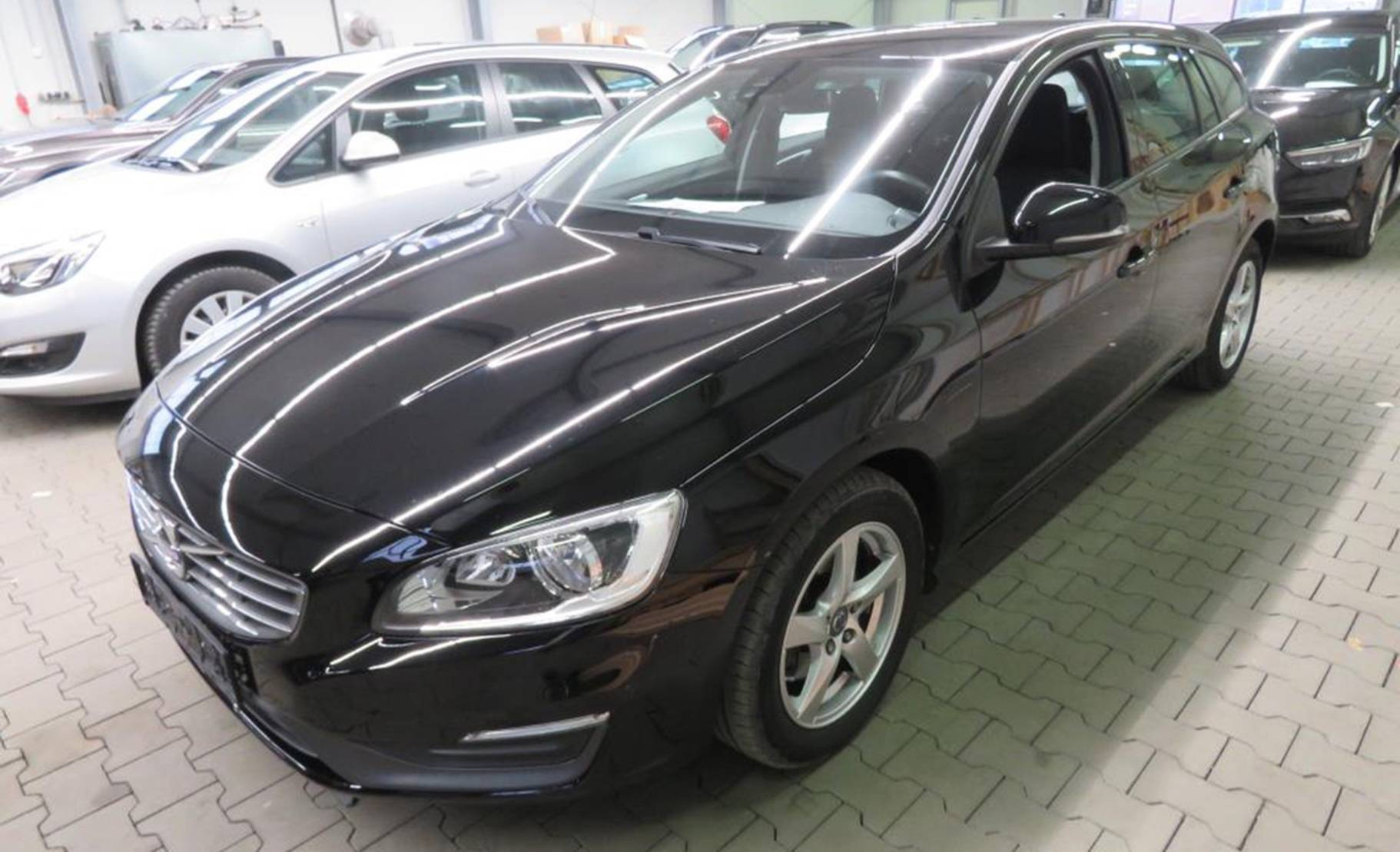 Volvo V60 D4 Business Edition (538198) detail1