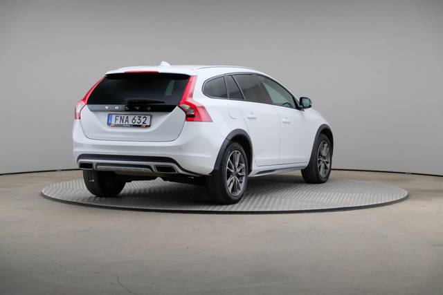 Volvo V60 Cross Count D3 Summum VOC-360 image-16