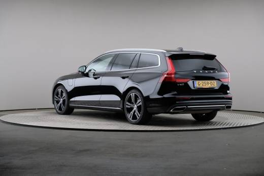 Volvo - V60 T8 Twin Engine AWD Geartronic Inscript 5d